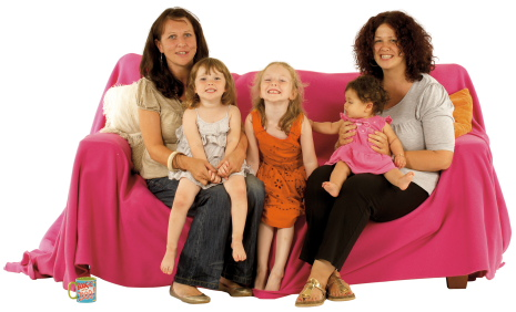 g(6)_women_and_girls_on_sofa-web